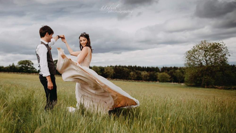 woodland wedding couple