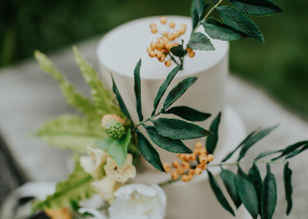 woodland wedding cake design close up