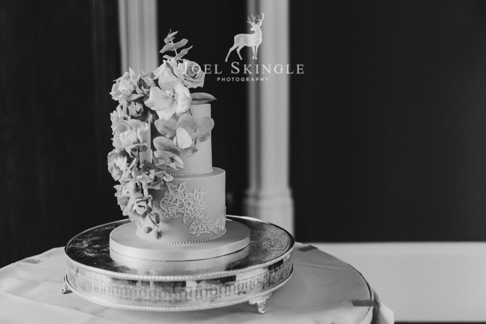 Trailing floral wedding cake black and white image