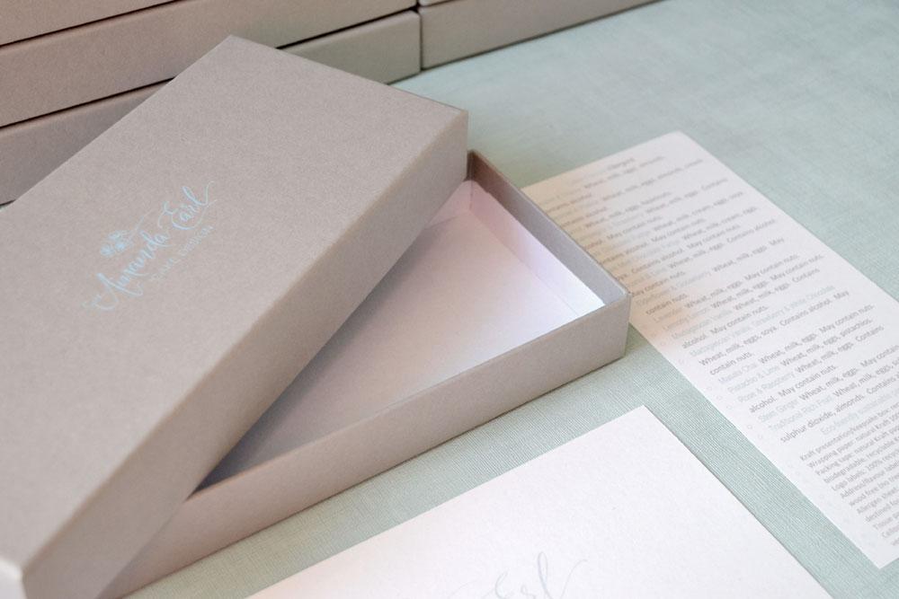 Eco-friendly bespoke gift box Tiny box Maker