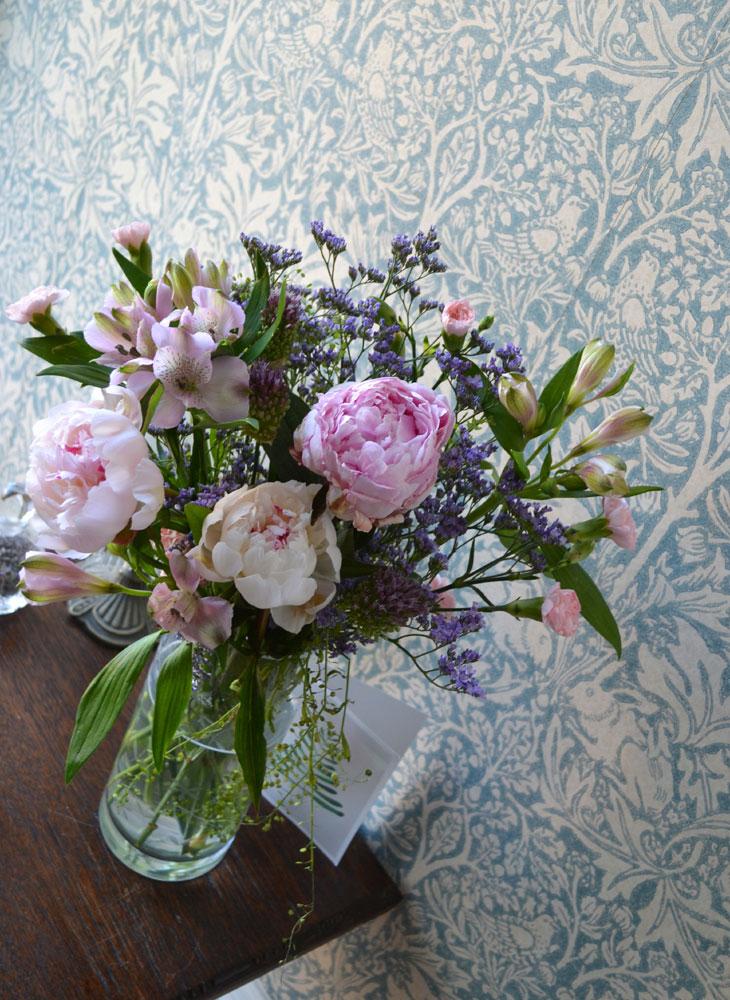 Bloom& Wild postal flowers